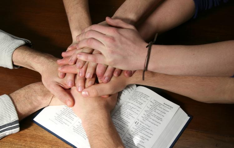 bible-hands